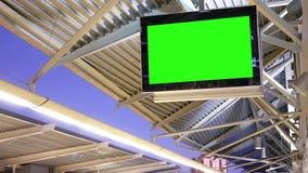 Movimento da tevê da tela do verde da exposição na plataforma