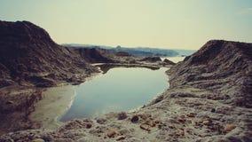 MOVIMENTO DA ZORRA: Um lago pequeno na cratera Areia vermelha filme