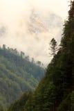 Movimento das nuvens nas montanhas, Himalayas, Nepal Imagem de Stock