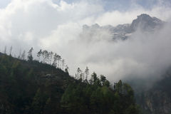 Movimento das nuvens nas montanhas, Himalayas, Nepal Foto de Stock Royalty Free
