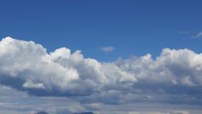 Movimento das nuvens no fundo azul filme