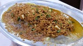 Movimento de bacalhaus cozinhados com vapor crisbean e pesado saboroso dentro do restaurante chinês video estoque