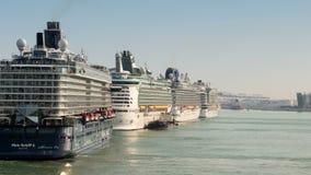 Movimento de grandes navios de cruzeiros em Barcelona Lapso de tempo filme