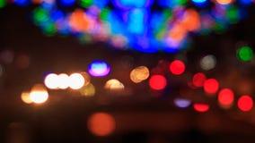 movimento de luzes borradas e defocused coloridas do tráfego de cidade vídeos de arquivo