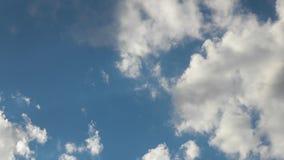 Movimento de observação das nuvens vídeos de arquivo