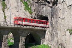 Movimento del traforo del treno su Teufelsbrucke.Ande Immagine Stock