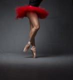 Movimento della ballerina su punto fotografie stock