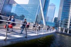 Movimento della gente nell'ora di punta, costruzione di affari dell'ufficio di Londra Fotografia Stock