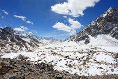 Movimento delle nuvole sulle montagne Everest, Gyazumba Glacie Immagine Stock Libera da Diritti