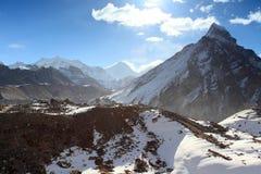Movimento delle nuvole sulle montagne Everest, Gyazumba Glacie Immagini Stock