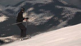 Movimento dello sci in Saalbach-hinterglemm Austria stock footage
