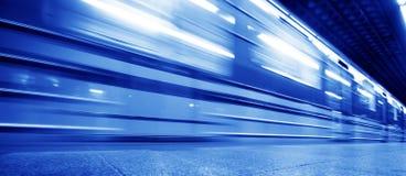Movimento dinâmico do trem subterrâneo Fotografia de Stock Royalty Free