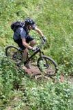 movimento do motociclista da montanha foto de stock