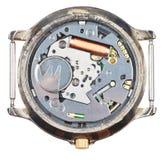 Movimento do relógio de pulso de quartzo no pulso de disparo velho isolado Imagens de Stock Royalty Free