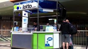 Movimento do varejista do bilhete de loteria video estoque