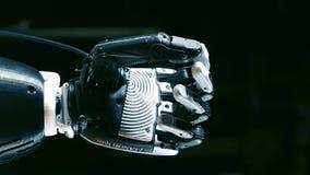 Movimento dos dedos de um braço biônico quando for levantado filme