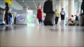 Movimento dos povos no aeroporto Fundo borrado filme