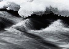 Movimento e gelo da água imagens de stock royalty free
