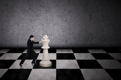 Movimento estratégico do homem de negócios Imagem de Stock Royalty Free