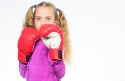 Movimento femminista Concetto di legittima difesa Il pugile della ragazza sa difenda Bambino della ragazza forte con i guantoni d fotografie stock libere da diritti