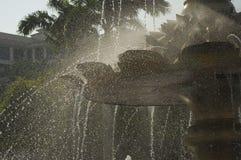 Movimento infiammante dell'acqua della fontana Immagini Stock Libere da Diritti