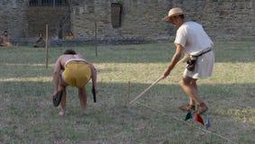 Movimento lento antico di salto in lungo di pentatlon di Roma archivi video