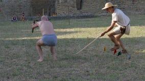 Movimento lento antico di salto in lungo di pentatlon di Roma video d archivio