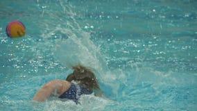 Movimento lento das mulheres do polo aquático
