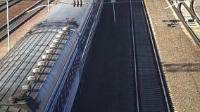 Movimento lento Opinião superior de carros de trem de passageiros filme