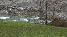 Movimento lento Raging do rio da montanha filme
