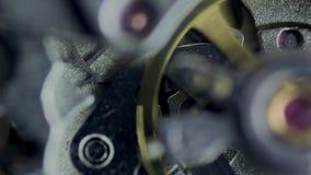 Movimento a orologeria, meccanismo dell'orologio video d archivio