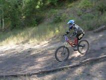 Movimiento de la bici de montaña Fotos de archivo libres de regalías
