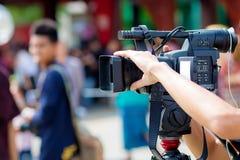 Movimiento de la captura de la imagen de la cámara en la ceremonia de boda de la entrevista o de la difusión, sensación de la cap imagenes de archivo
