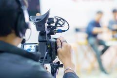 Movimiento de la captura de la imagen de la cámara en la ceremonia de boda de la entrevista o de la difusión, sensación de la cap fotografía de archivo