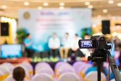 Movimiento de la captura de la imagen del visor de la demostración de la cámara en la ceremonia de boda de la entrevista o de la  fotografía de archivo