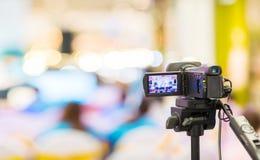 Movimiento de la captura de la imagen del visor de la demostración de la cámara en la ceremonia de boda de la entrevista o de la  fotos de archivo