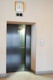 Movimiento de la falta de definición de la puerta del elevador Fotografía de archivo libre de regalías