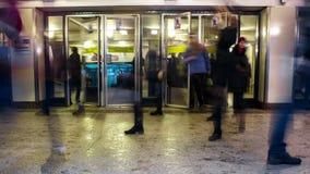 Movimiento de la muchedumbre del subterráneo en Rushhour almacen de metraje de vídeo