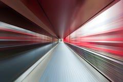 Movimiento de la velocidad en túnel urbano del camino de la carretera ilustración del vector