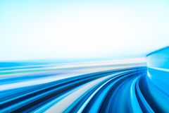 Movimiento de la velocidad en túnel urbano del camino de la carretera fotos de archivo