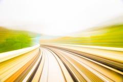 Movimiento de la velocidad en túnel urbano del camino de la carretera fotos de archivo libres de regalías