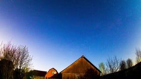 Movimiento de las estrellas a través del cielo nocturno almacen de video