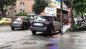 Movimiento de las luces de emergencia rojas y azules del coche policía en Taipei Taiwán