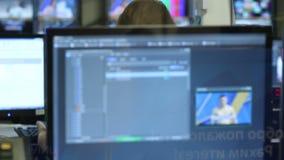 Movimiento de las pantallas en la pared a supervisar con programa gráfico metrajes