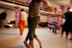Movimiento de los bailarines foto de archivo libre de regalías