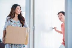 Movimiento de los pares al nuevo hogar Fotografía de archivo libre de regalías