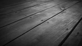 Movimiento de madera blanco y negro del carro del resbalador del piso del paseo marítimo metrajes
