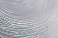 Movimiento de onda circular en un sistema flúido fondo del gris azul para fotos de archivo