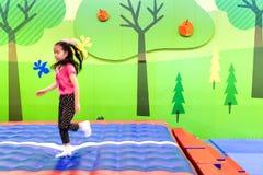 Movimiento de una muchacha Foto de archivo