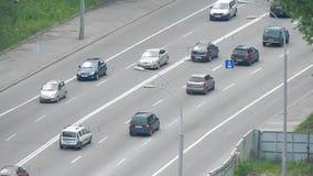 Movimiento de vehículos en la carretera almacen de video